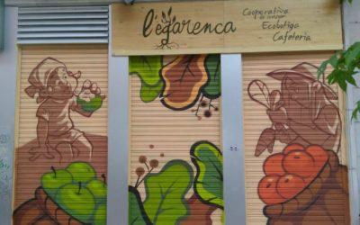 El local s'anima amb tallers i la pintada de les persianes